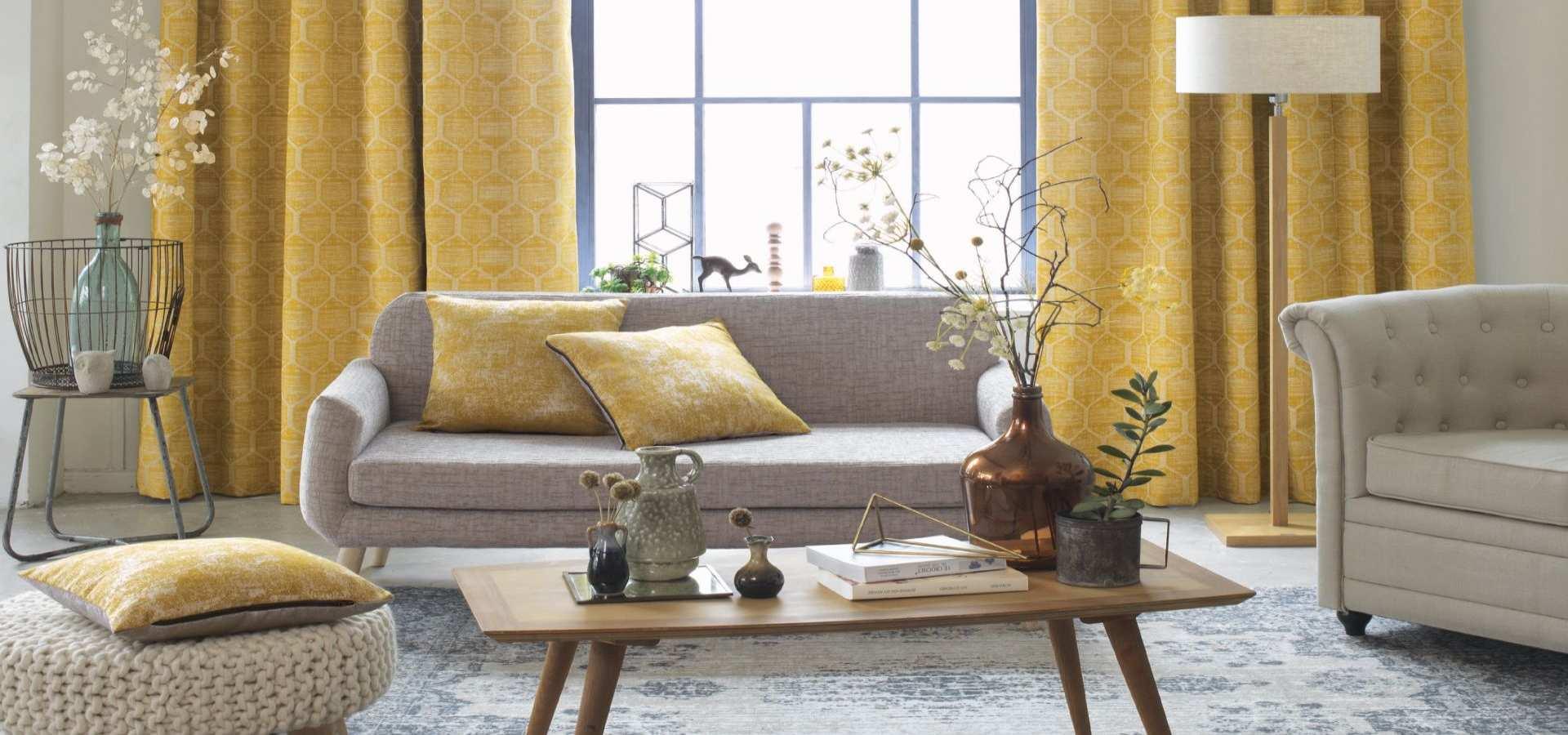 Wohnzimmer Gardine gelb mit Wabenmuster