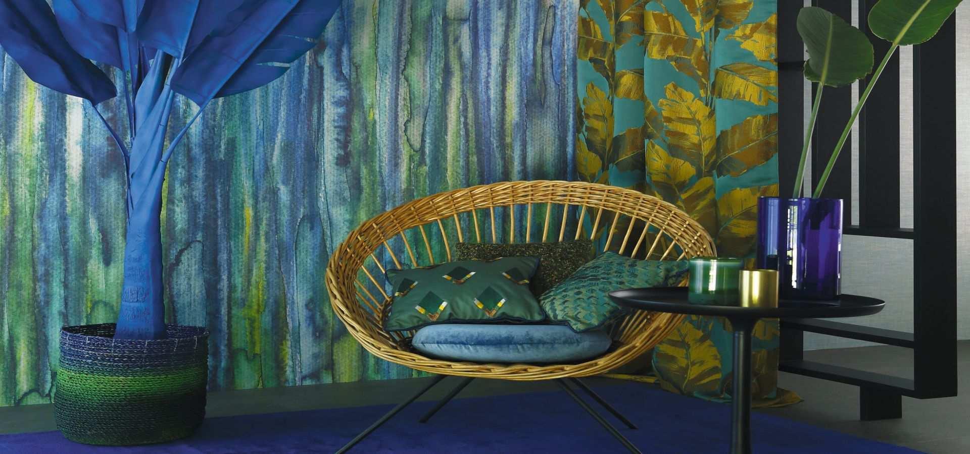 Bild Wohnzimmer und Tapete in Blätteroptik