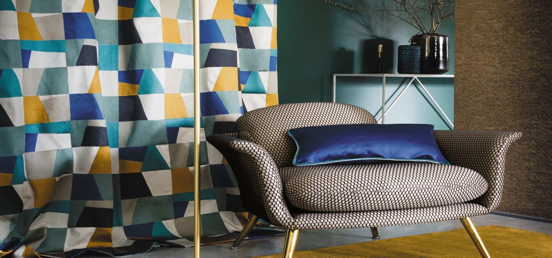 Bild Wohnzimmer modern Gardine mit buntem Stoff
