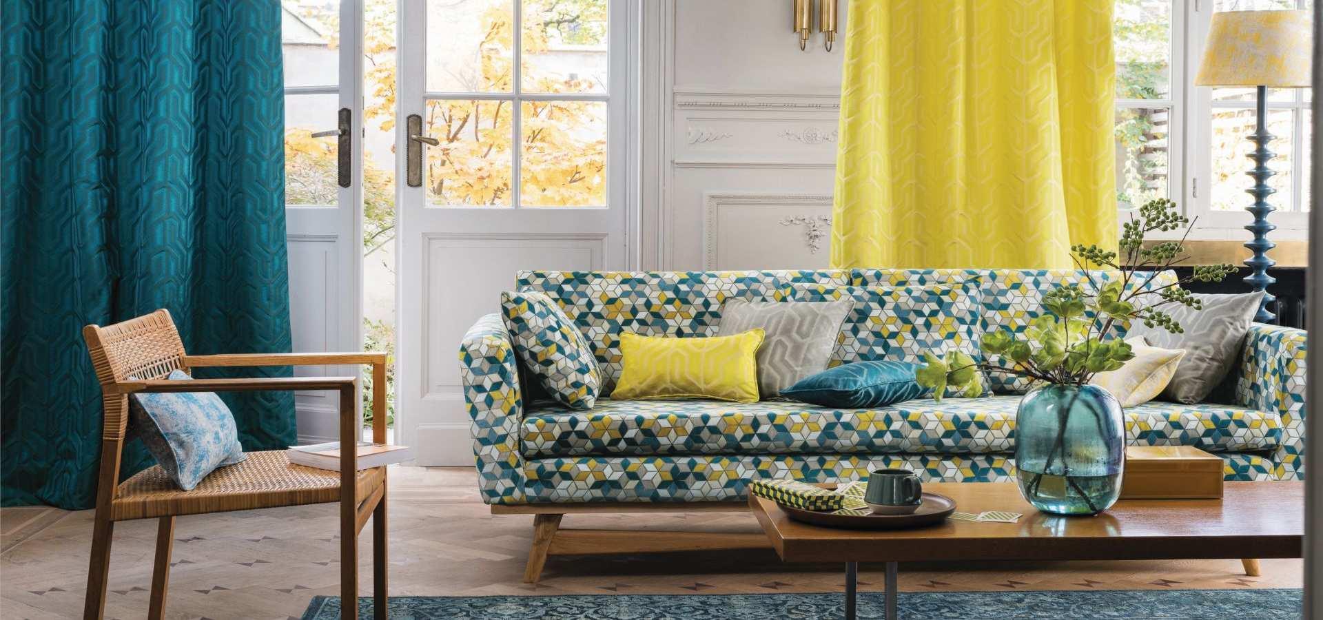 Bild Wohnzimmer modern Gardine und Tapete türkis gelb