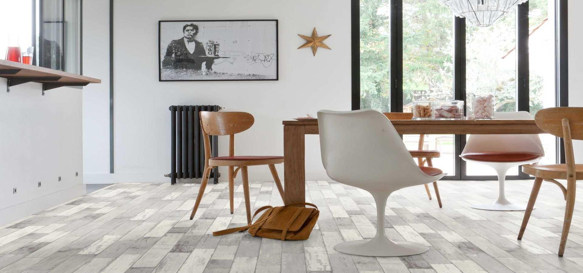 Bild Wohnen CV Boden helle Holzplankenoptik weiß washed