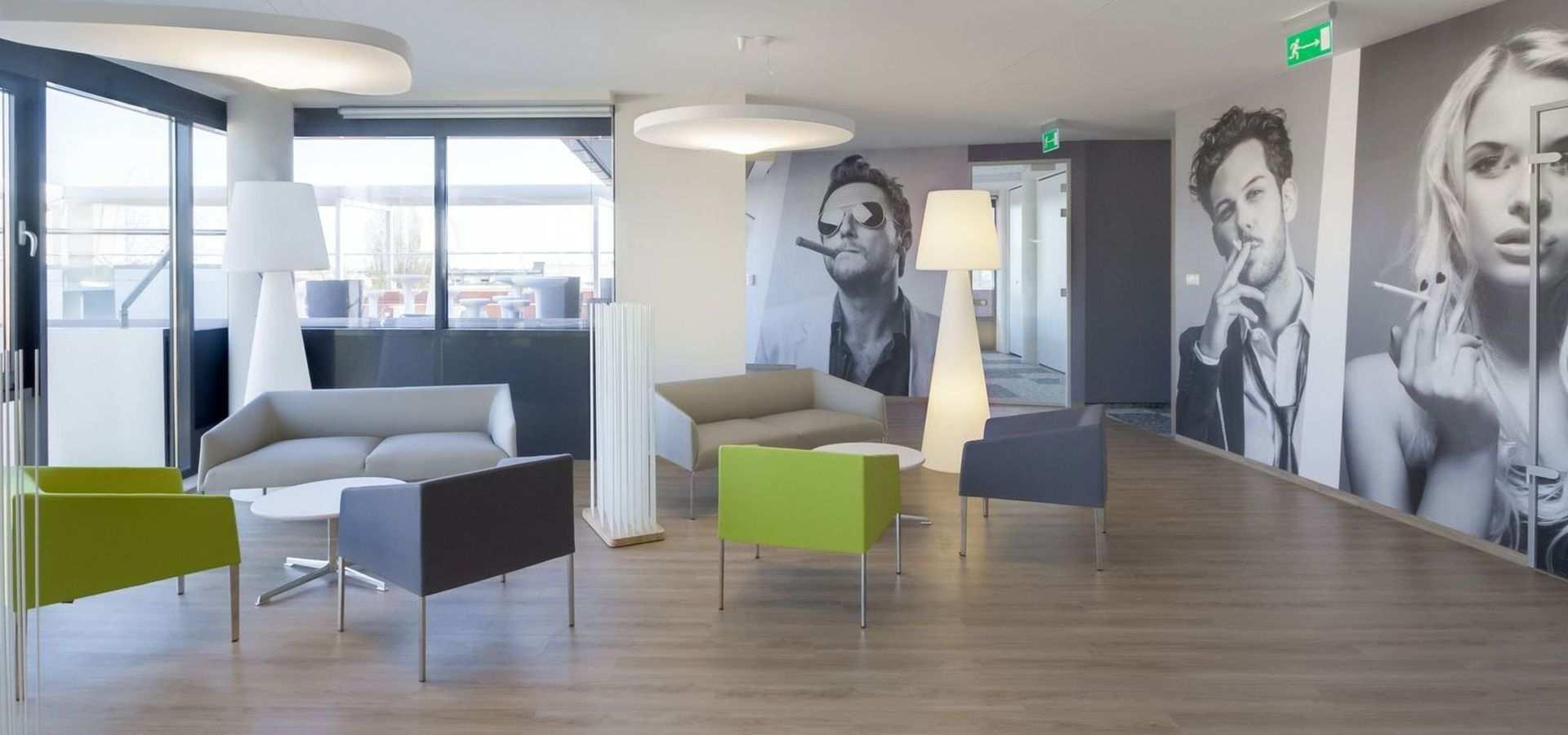 Bild Büro Warteraum heller Holzboden
