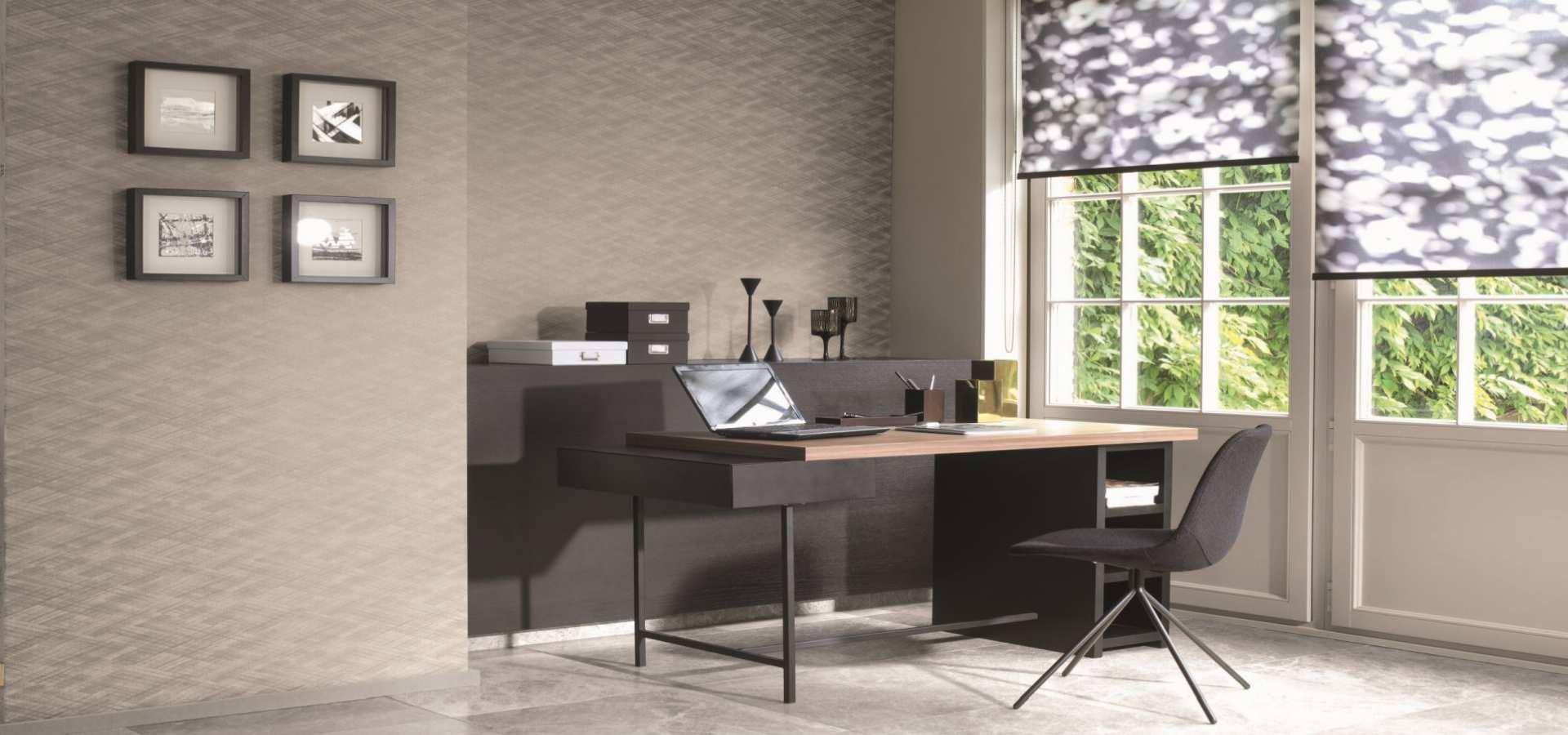 Bild Büro Tapete und Rollos in beige und latte