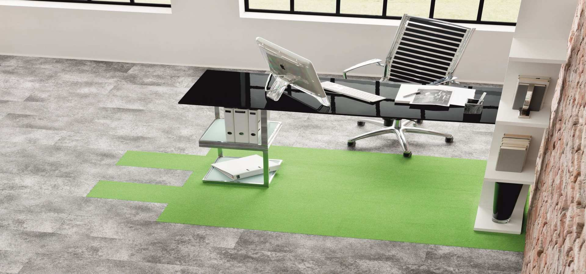 Bild Office Teppichboden Fliese in Büro grau mit grün