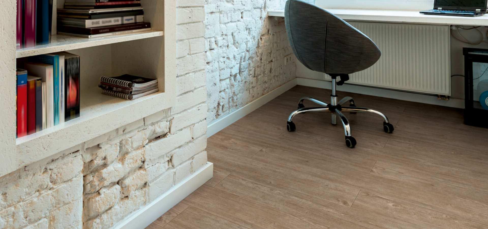 Bild Office Designbelag Holzplanken Einzelarbeitsplatz