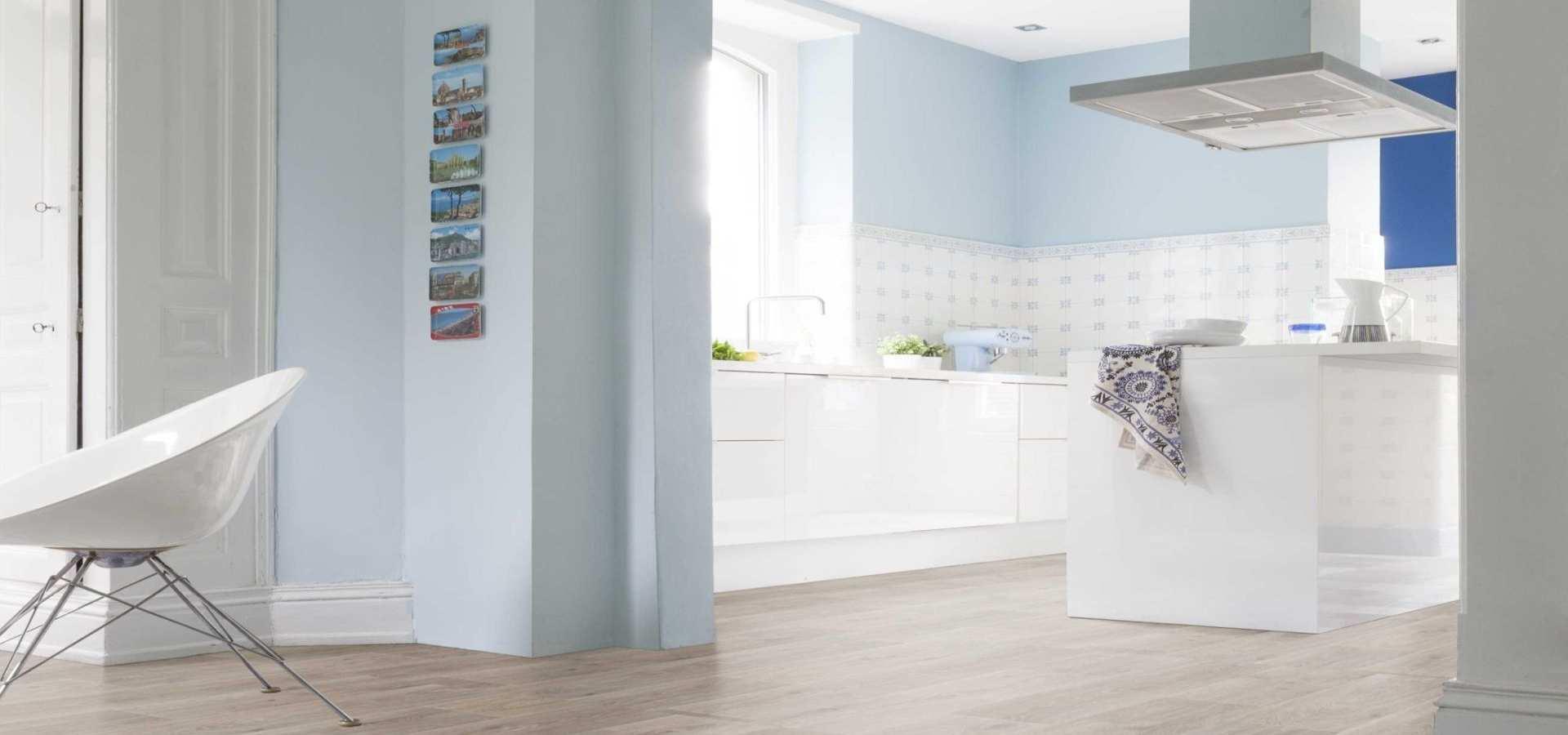 Bild Küche CV Belag Holzoptik Landhausdiele hell