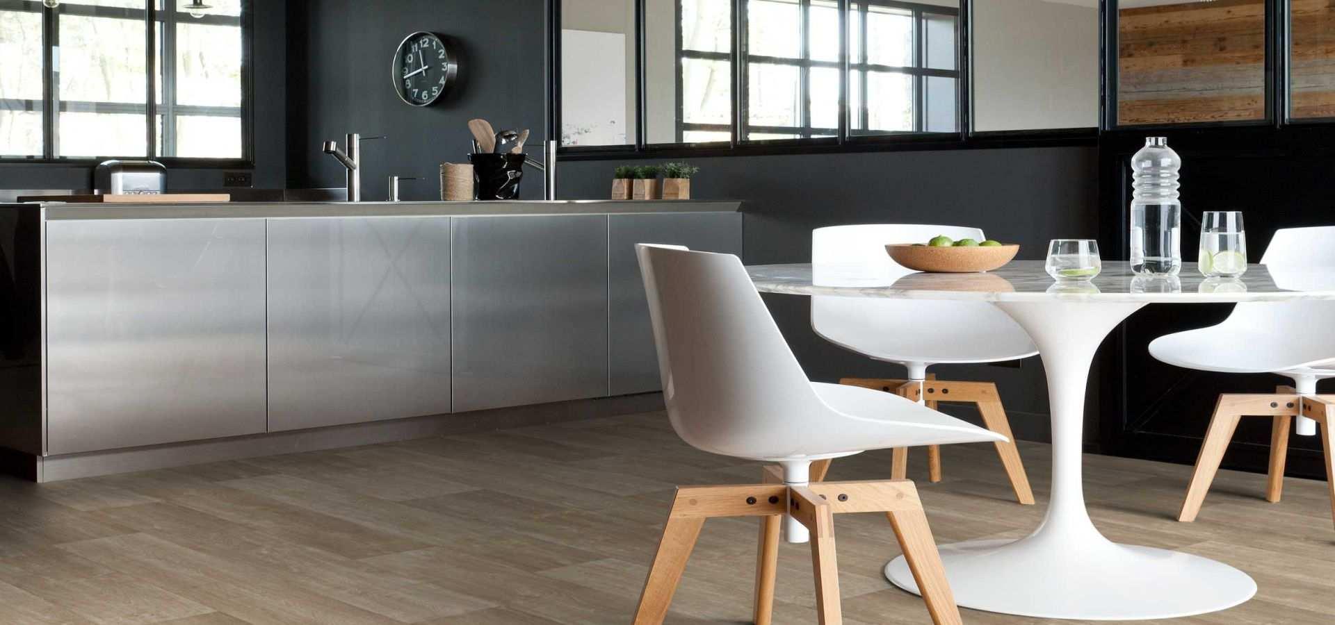 Bild Küche Vinylboden Holz hell Landhausdiel