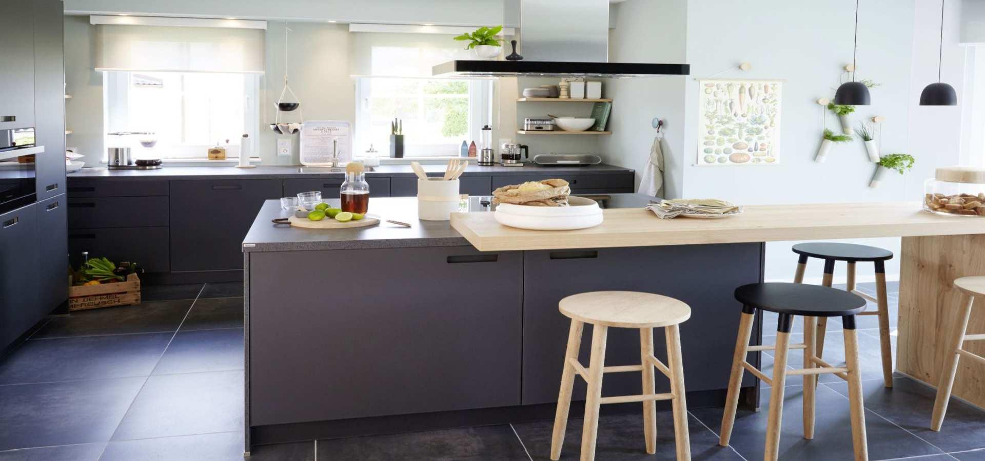 Bild Küche mit Rollos grau