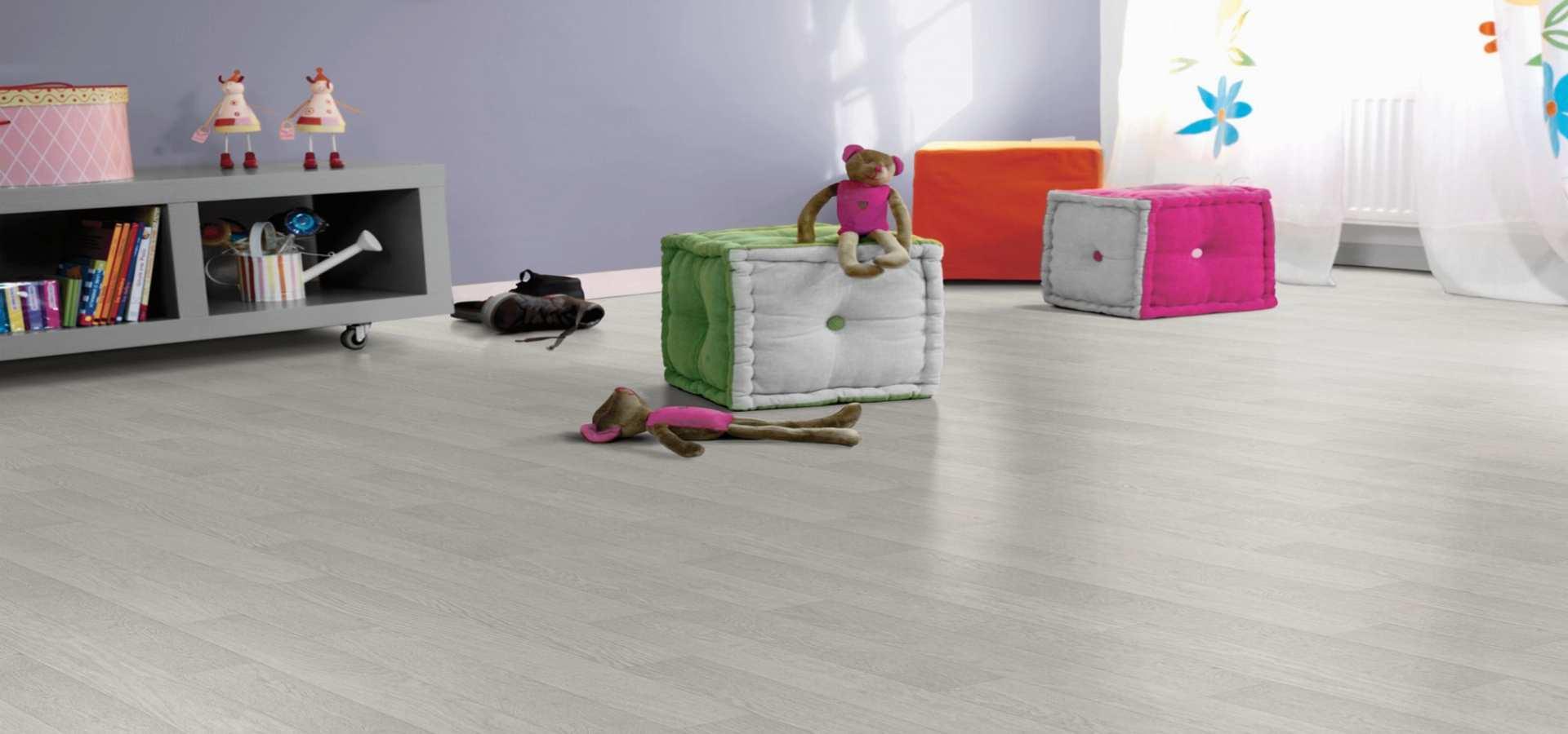 Bild Kinderzimmer CV Belag Holz hell
